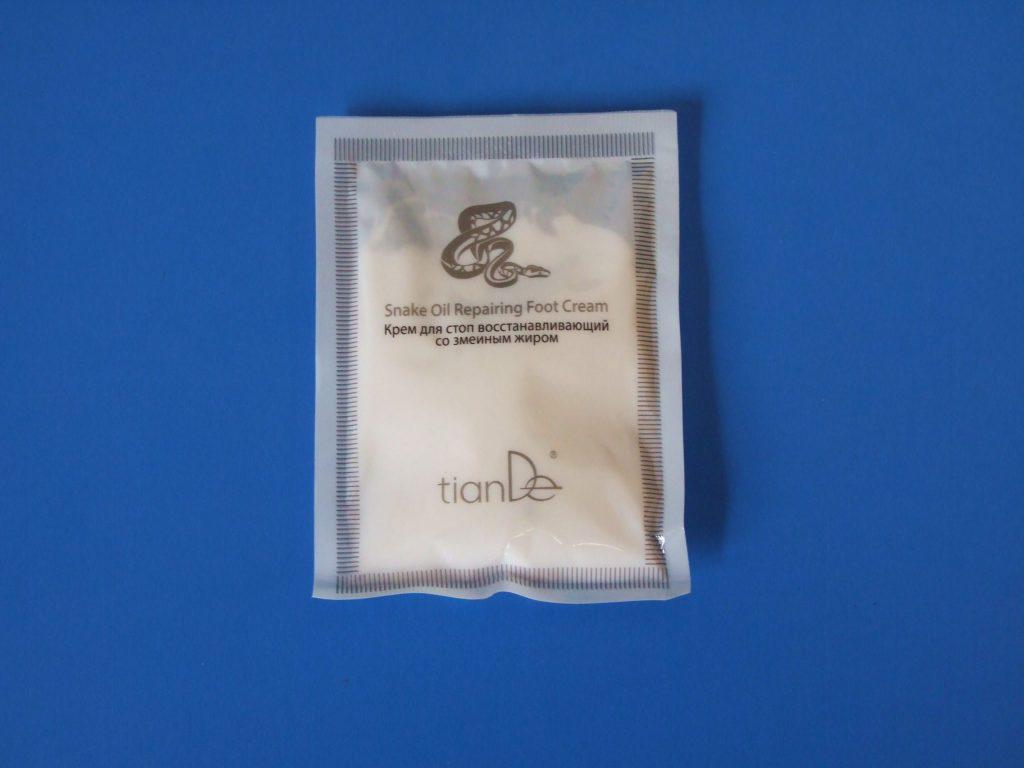 -pomáha zjemniť kožu na chodidlách -účinná ochrana pred vznikom popraskanej kože na pätách -poskytuje rýchlu regeneráciu a hojenie pokožky -účinne zjemňuje zrohovatené vrstvy, predchádza vzniku kurích ok -zvlhčuje a vyživuje pokožku -odstraňuje praskliny a mozole Iné využitie: -vhodný na hojenie ekzémov, psoriázy -pomáha hojiť veľmi suchú a popraskanú pokožku